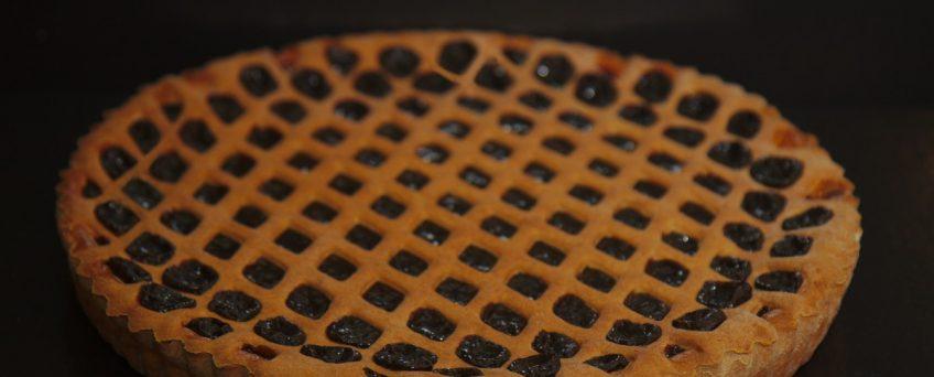 Zwarte pruimenvlaai met raster